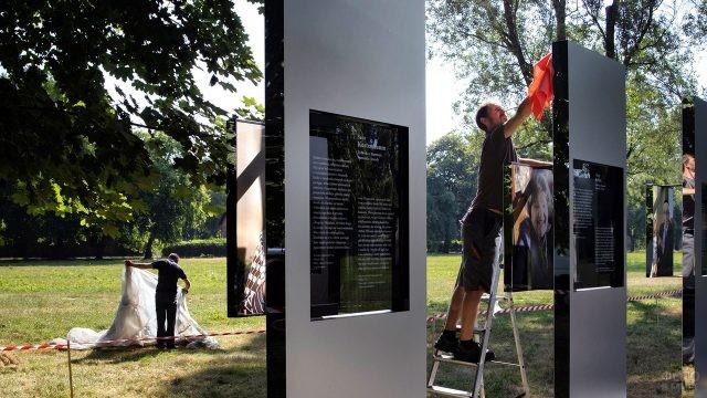 Установка инсталляции-мемориала к 75-летию со дня освобождения Освенцима
