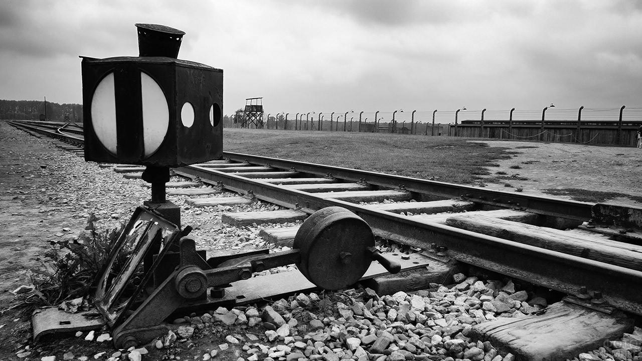 Железнодорожная стрелка на территории концлагеря