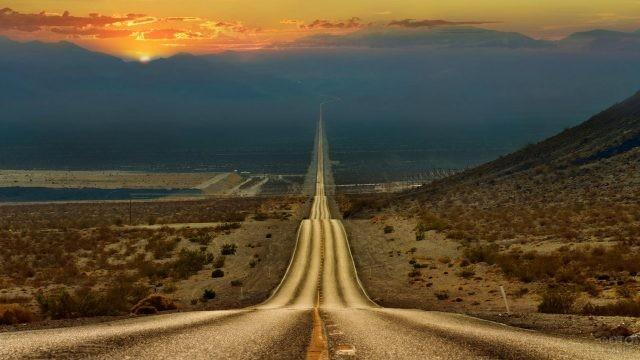 Вечер над трассой из Лас-Вегаса