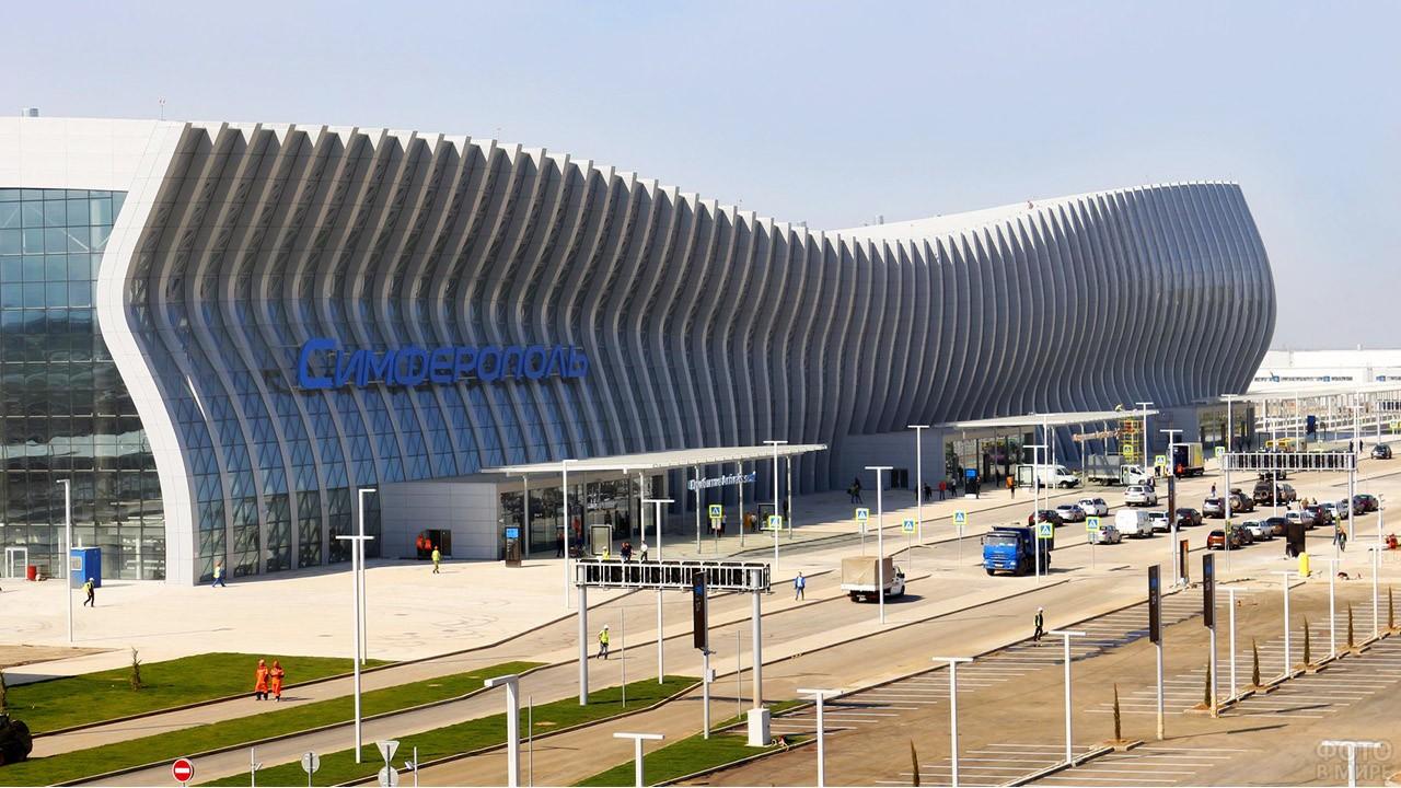 Фасад-волна пассажирского терминала