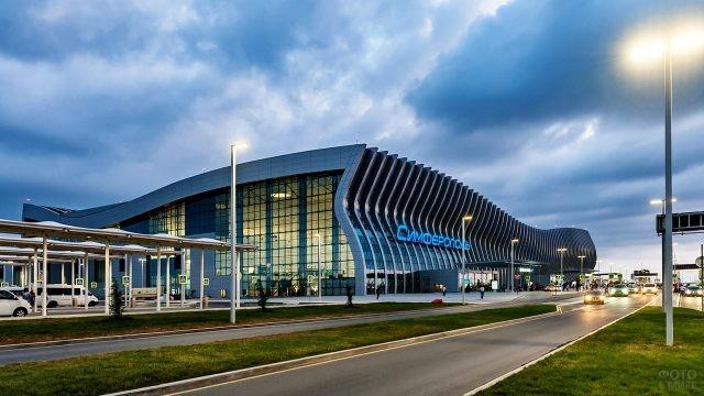 Транспортная развязка перед входом в аэровокзал