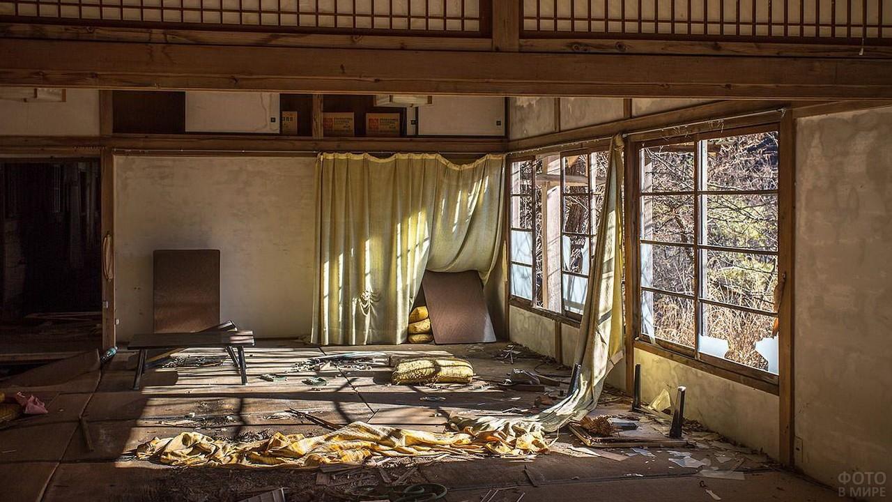 Бардак в комнате японского дома