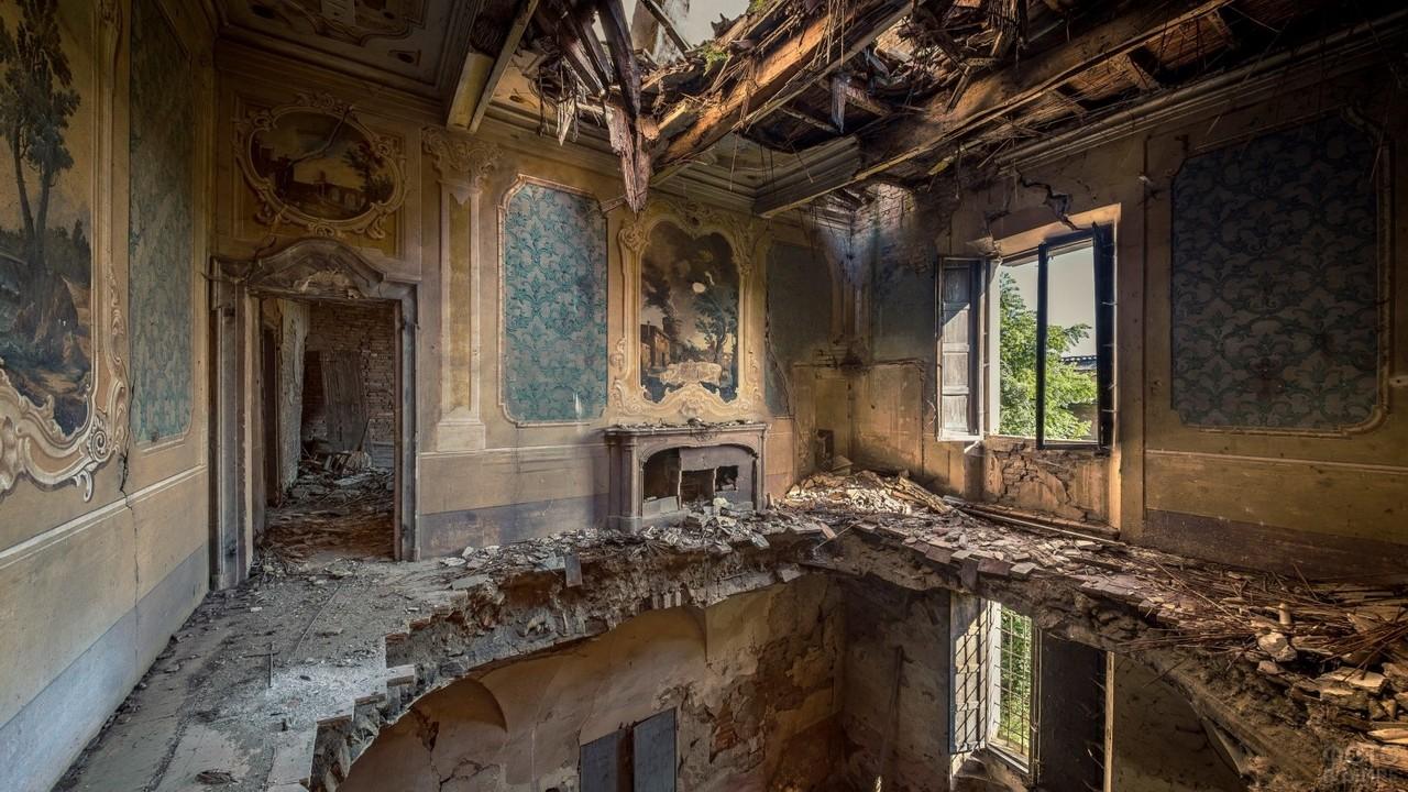 Проваливавшийся пол второго этажа в особняке