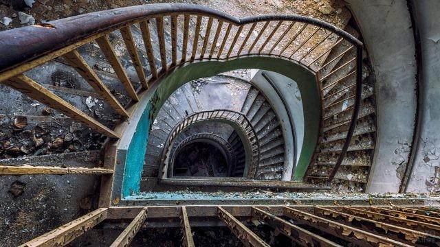 Спиральная лестница сверху