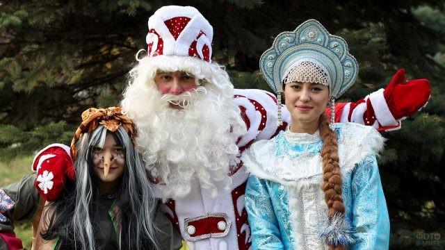 Сказочные Дед Мороз и Снегурочка с Бабой Ягой
