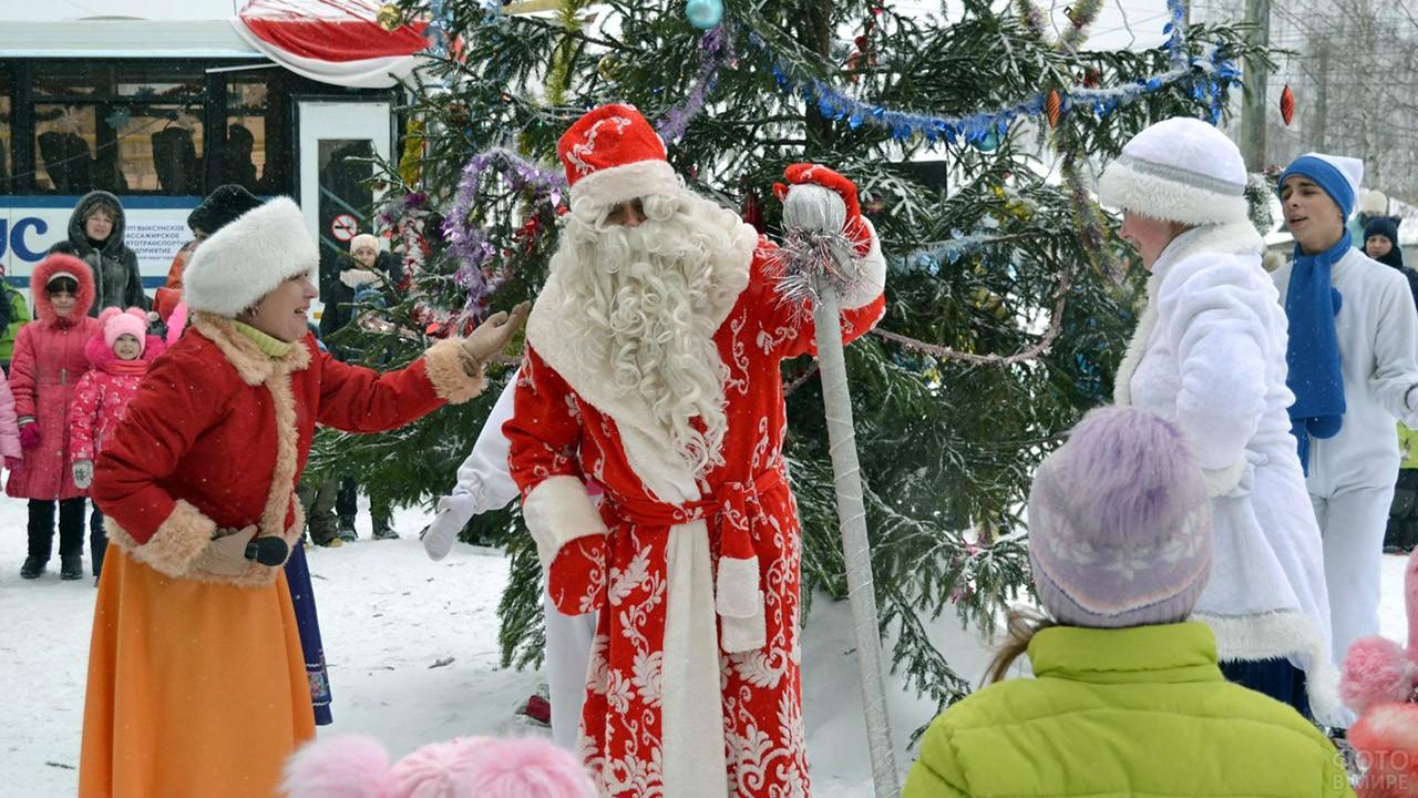 Выступление на городской ёлке с участием Деда Мороза и Снегурочки