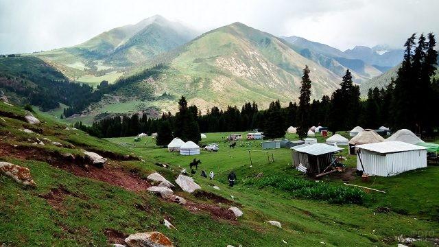 Аутентичный киргизский кемпинг близ посёлка Бостери