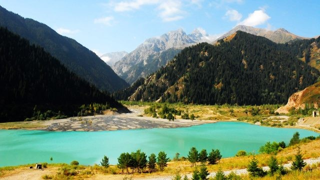 Долина и горы Тянь-Шань