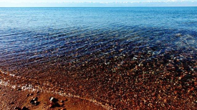 Прозрачная вода на мелководье