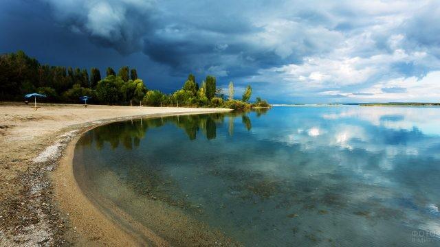 Зеркальная гладь озера
