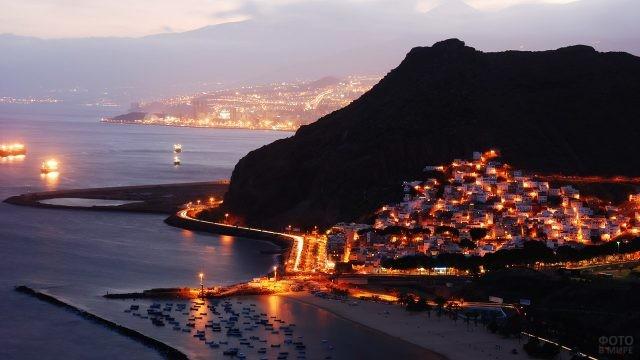 Ночные огни курорта Санта-Крус-де-Тенерифе