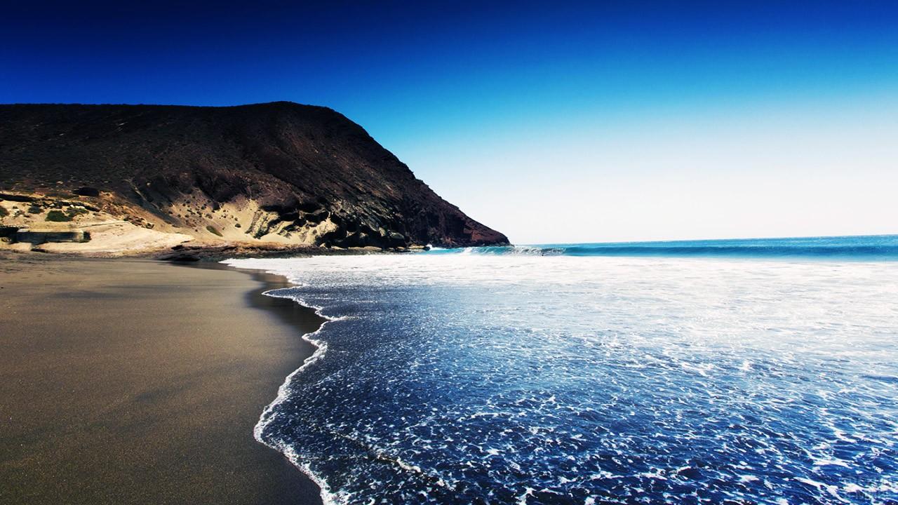 Прибой на Чёрном пляже