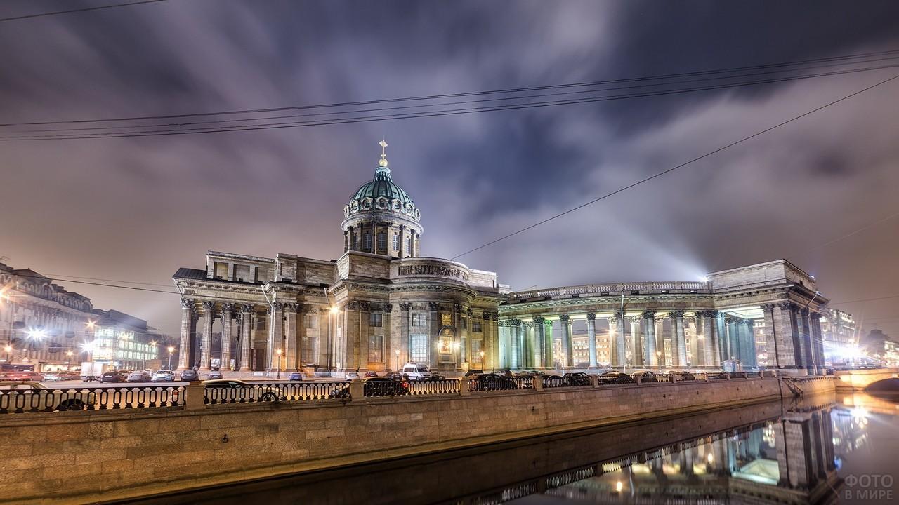 Казанский Собор в ночных огнях