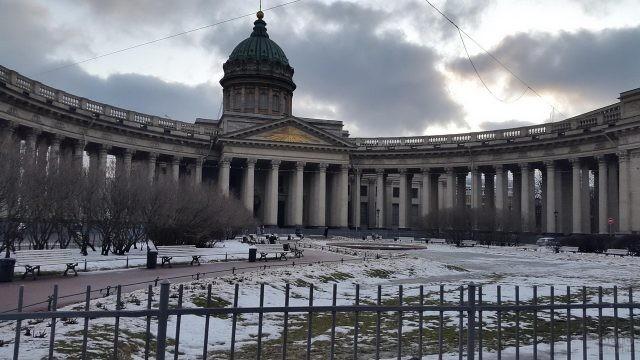 Памятник архитектуры в снегу