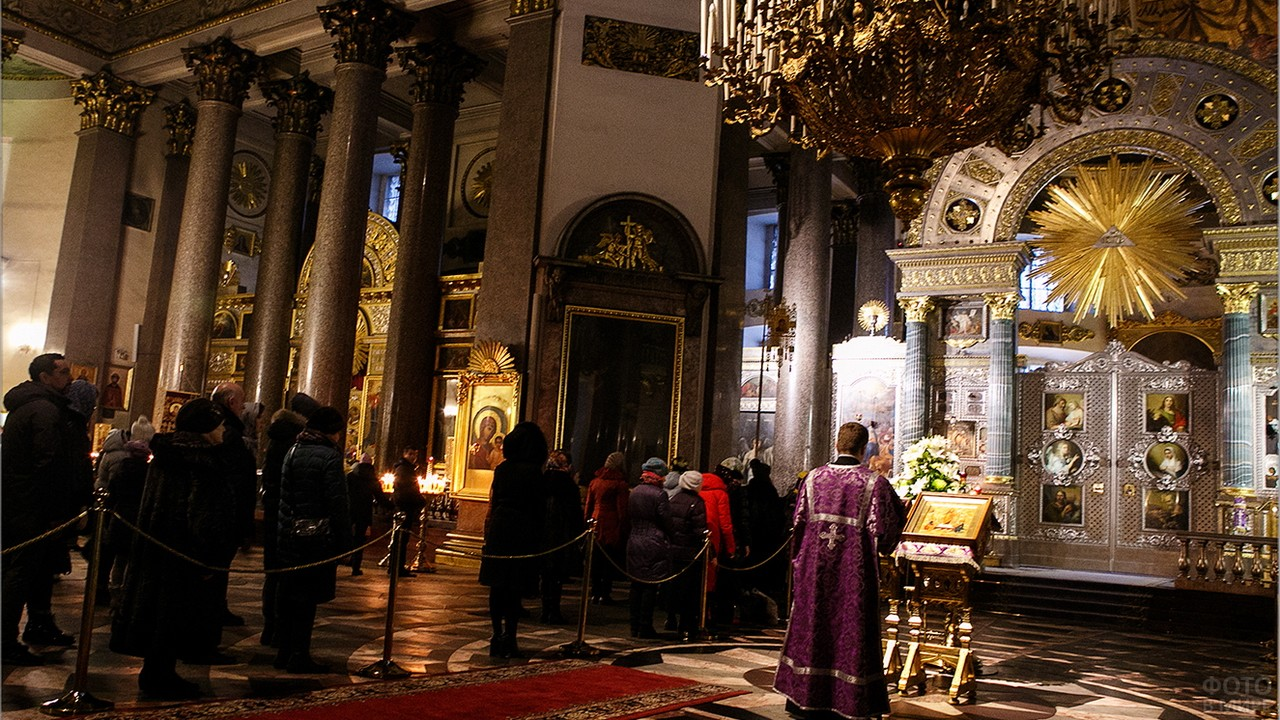Служба в Казанском Соборе
