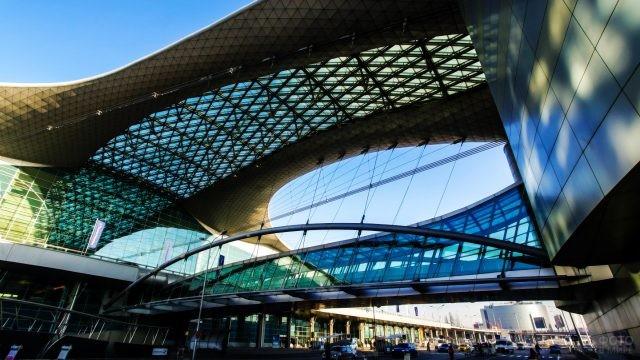 Стеклянный купол терминала D