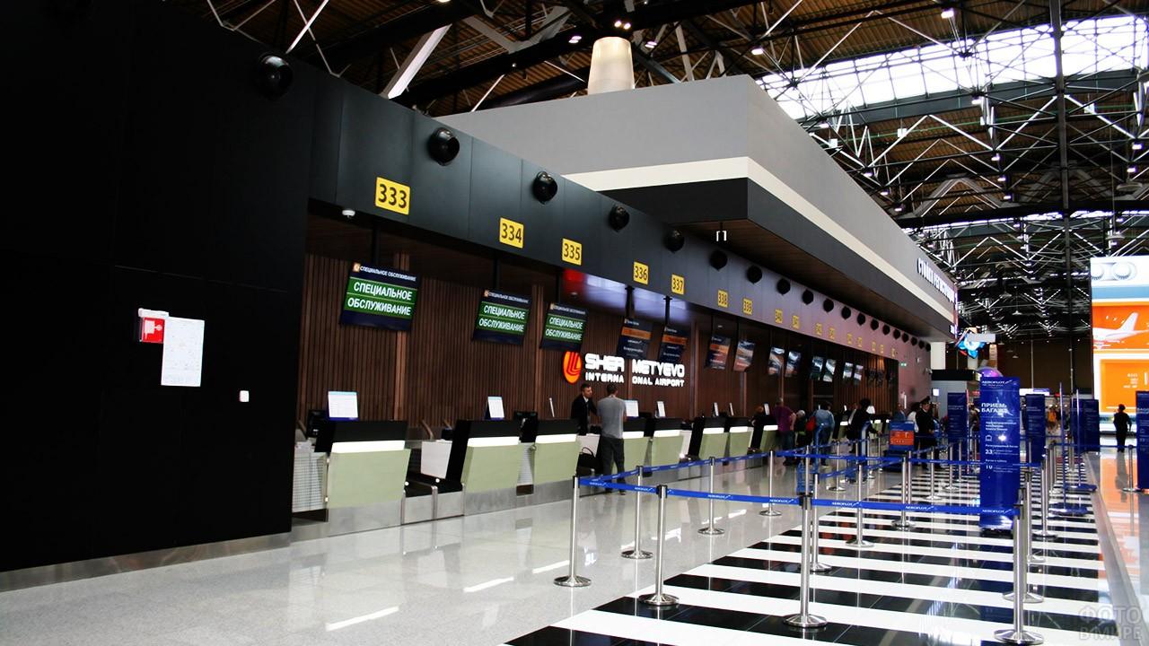 Стойки регистрации в терминале B