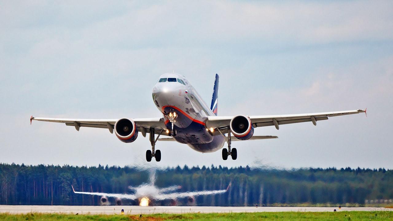 Взлетающий самолёт Аэрофлота
