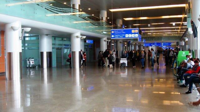 Зал прилёта в терминале D