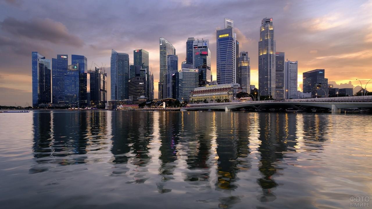 Город со стороны океана