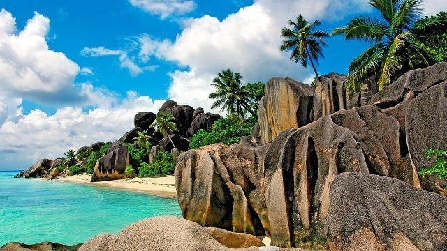 Каменистый берег острова Сейшелы