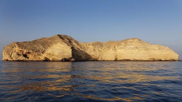 Скалистый остров в Индийском океане