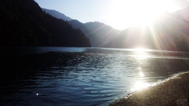 Солнечные блики на воде