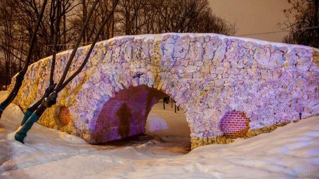Нарядно освещённый Малый мостик