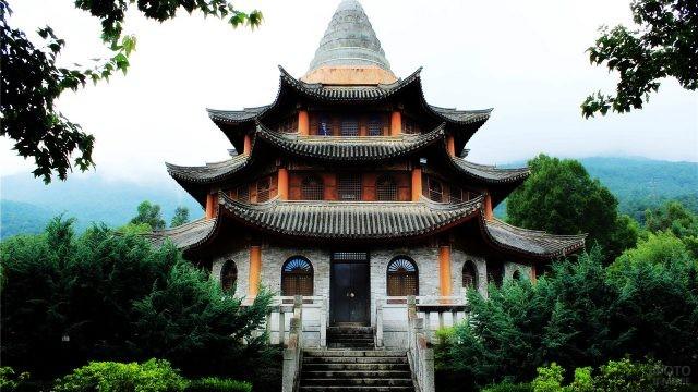 Старинный храм в Даньчжоу