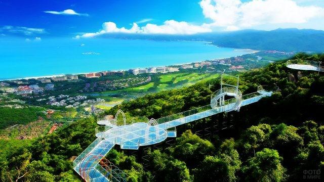 Стеклянный мост парка Ялунвань