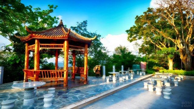 Традиционный китайский сад для туристов