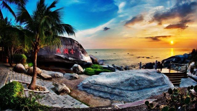 Вид на закат с аутентичной смотровой площадки