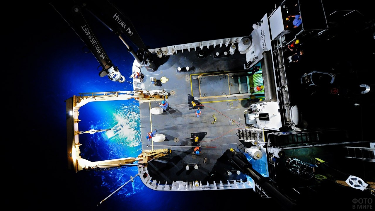 Вид сверху на корабль океанологов