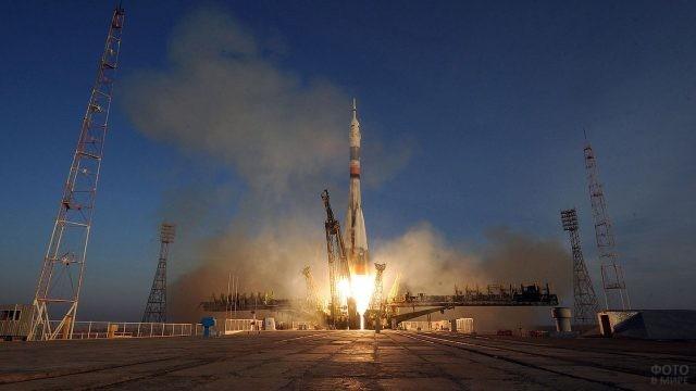 Панорама площадки Гагаринский старт во время запуска ракеты