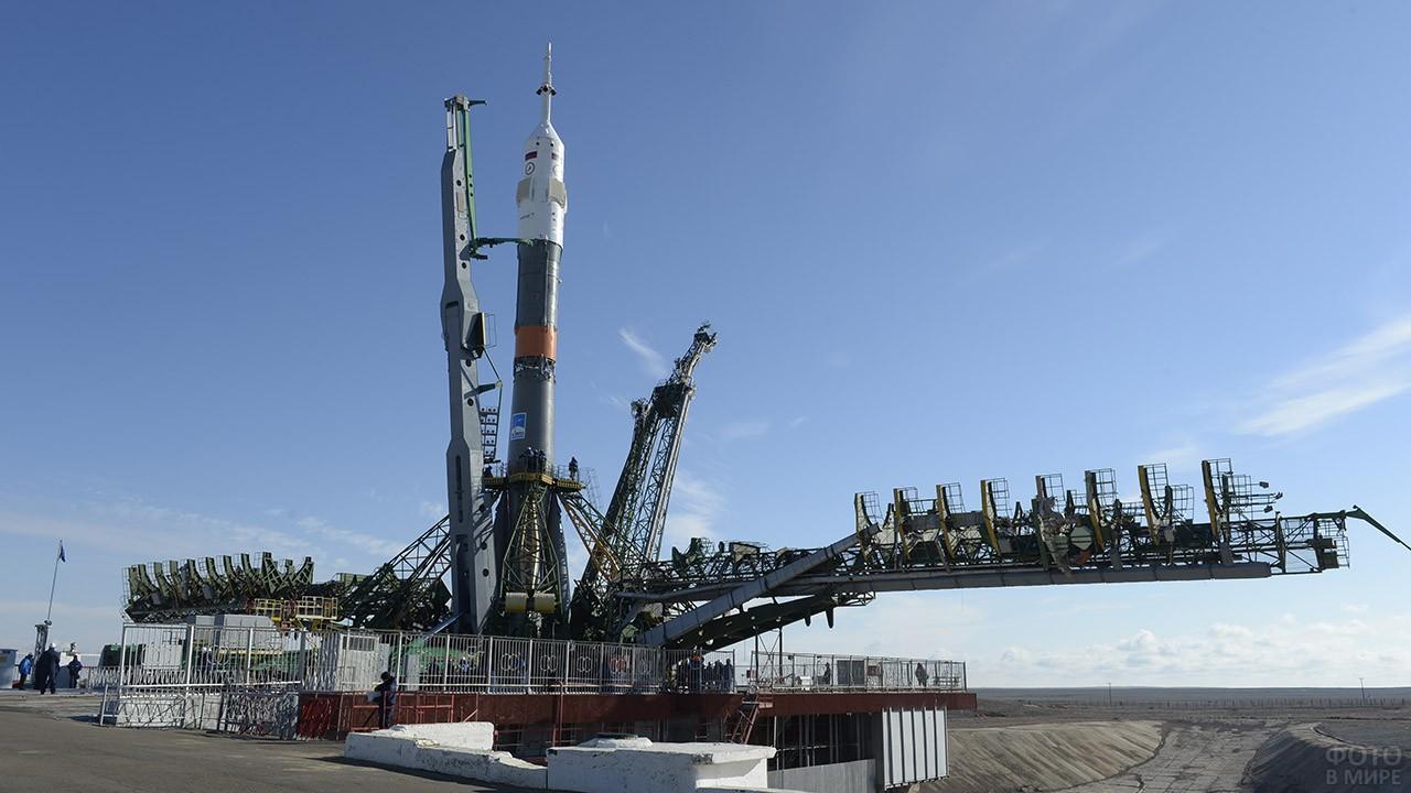 Подготовка грузовика к запуску на МКС