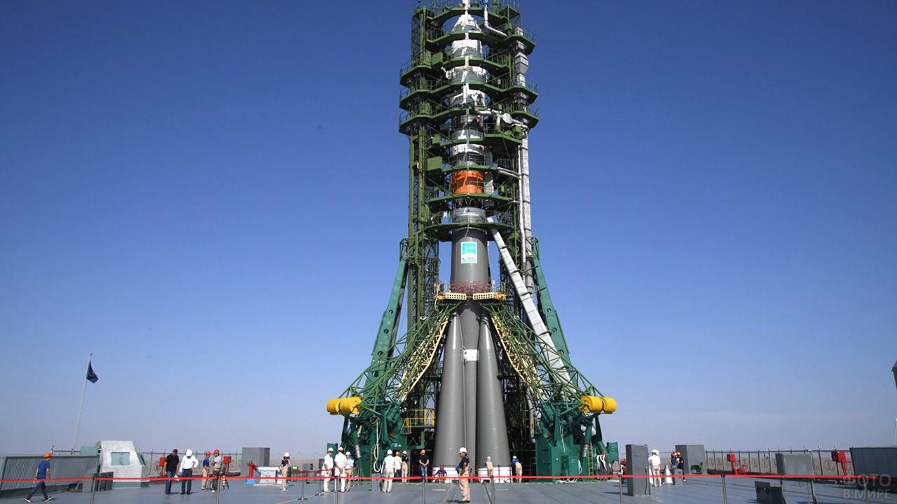 Союз МС-14 в стартовой системе