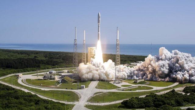 Старт ракеты на мысе Канаверал