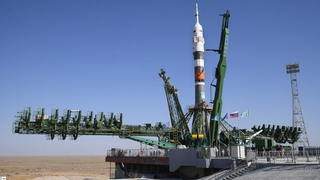 Установка Союз МС-14 в стартовую систему