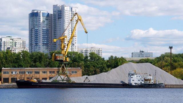 Грузовой порт в Москве