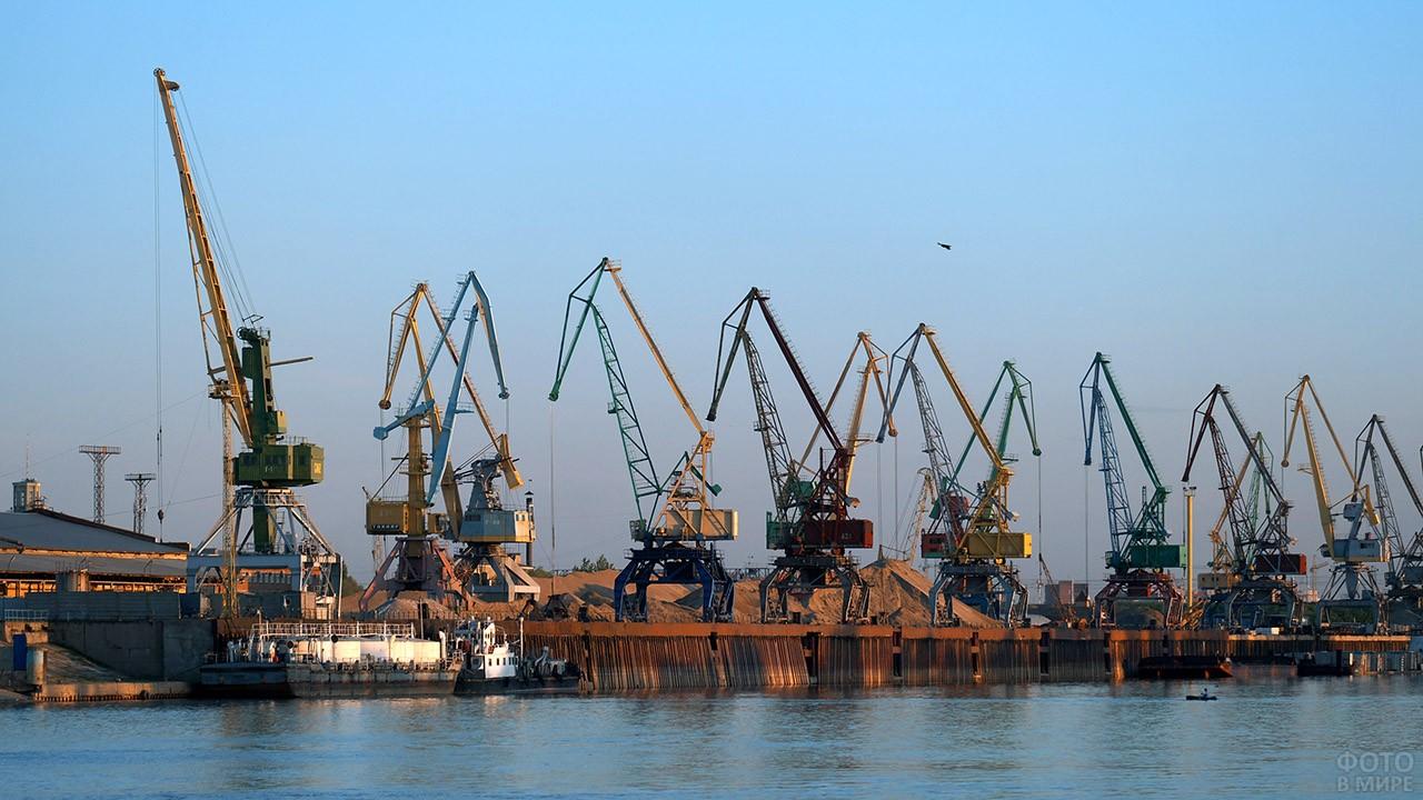 Грузовой речной порт в Омске