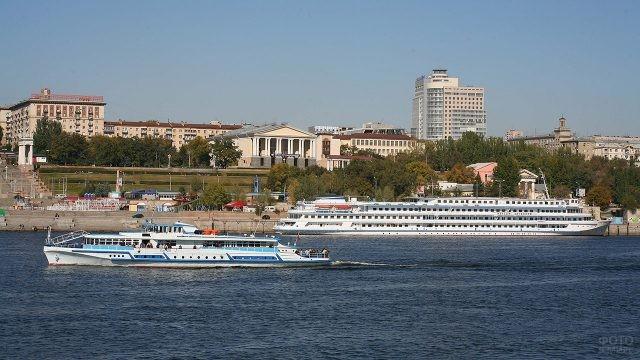 Причал на набережной в Волгограде