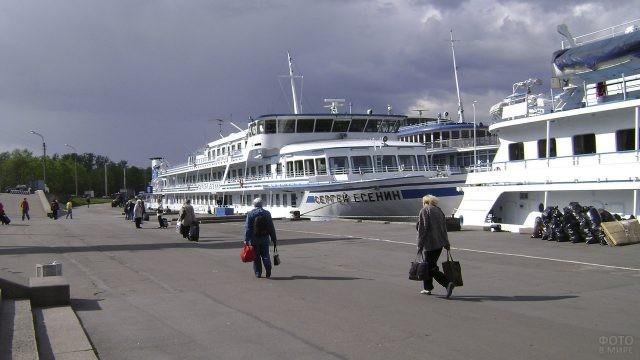 Речной вокзал на Обуховской обороне в Санкт-Петербурге