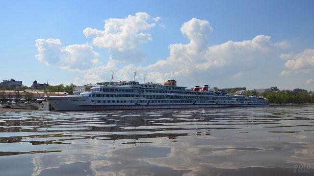 Теплоход в порту Перми