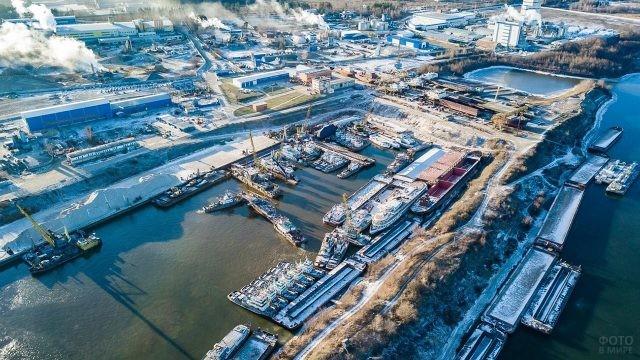 Зимняя панорама речного порта в Коломне