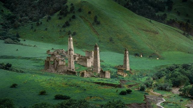 Башни Таргим среди гор