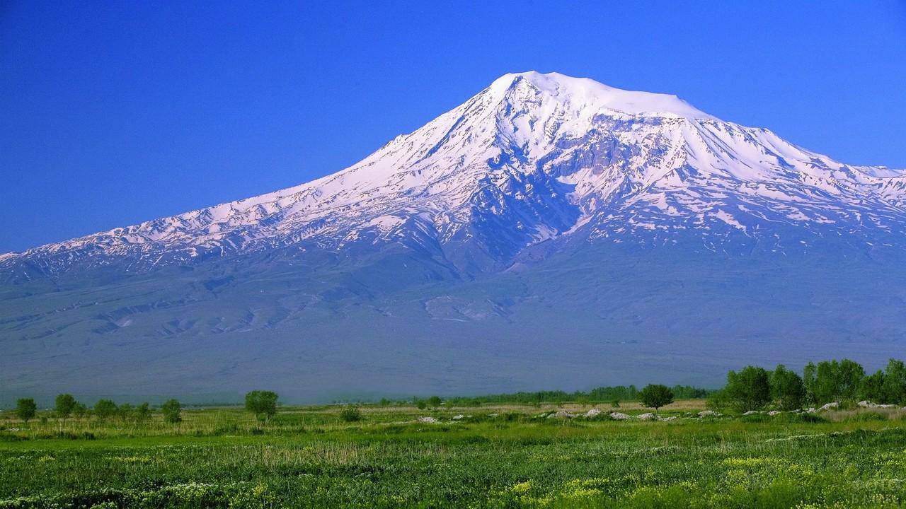 Гора Арарат на Кавказе