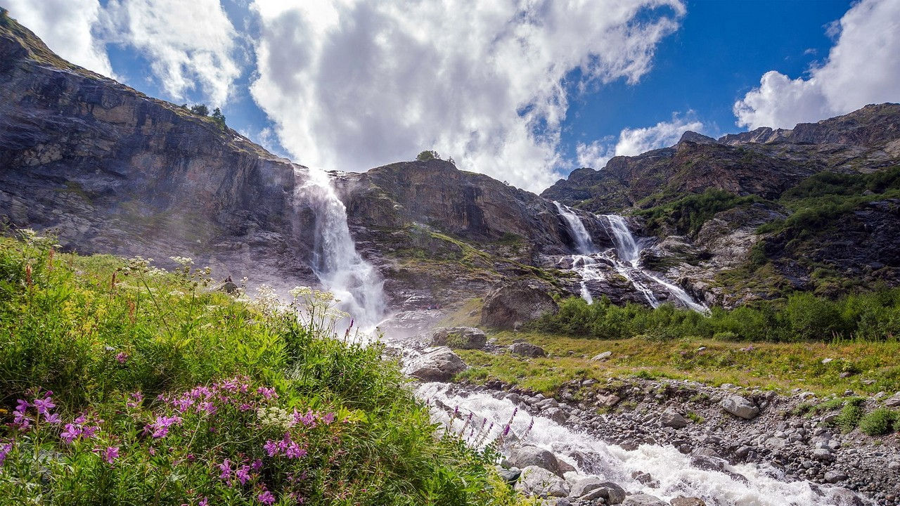 Софийские водопады в горах