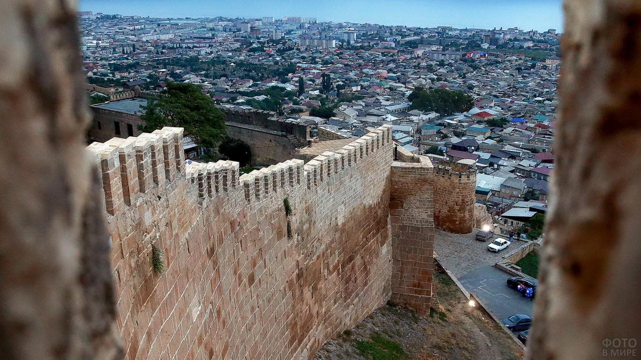 Вид на город из крепости Нарын-Кала