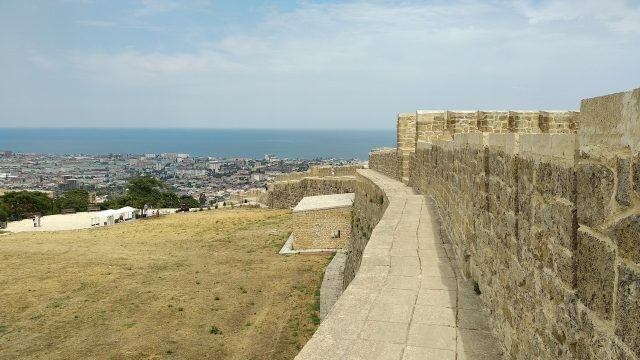 Вид с Крепости Нарын-Кала на Каспийское море