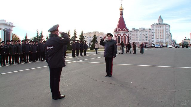 Гарнизонный развод МВД на городской площади